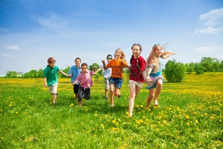 20981386-large-group-of-kids-running-in-the-dandelion-spring-field
